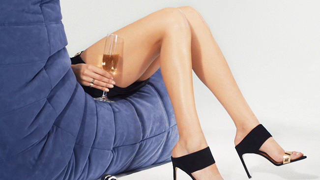 Stuart Weitzman's Cinemagraph Campaign Explores the Social Media Pull